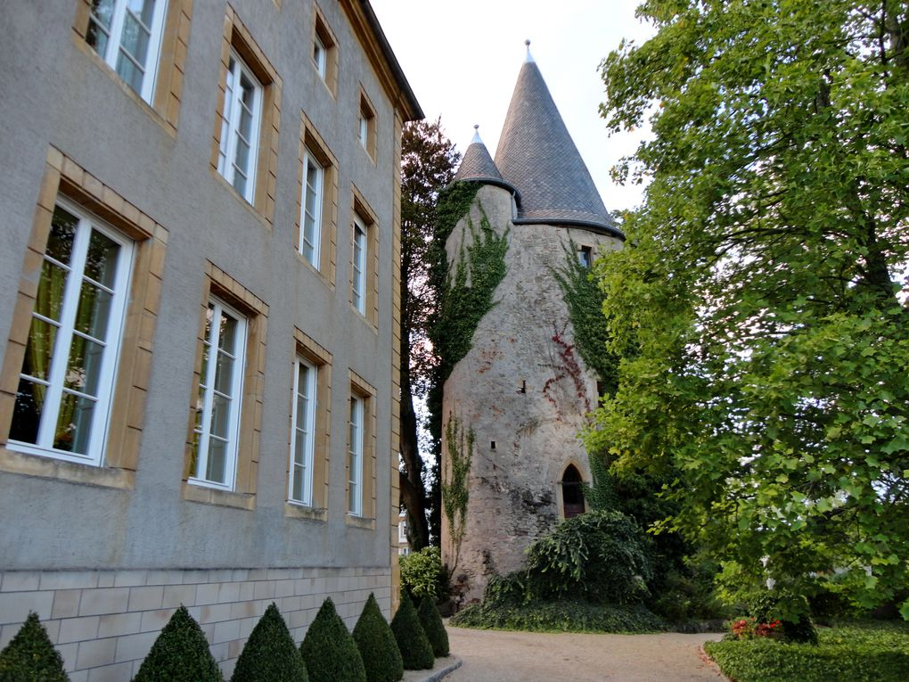 Atmosphère particulière dans ce jardin baroque avec ses arabesques de buis.