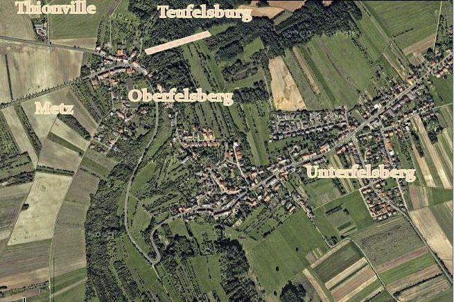 Juché sur le Felzberg, le Teufelsburg ou Château du Diable domine toute la vallée de la Sarre. Vue à 180° de  Carling à Santa Barbara en passant par ÜberHerrn, Sarrelouis, Dillingen et Vaudrevange.