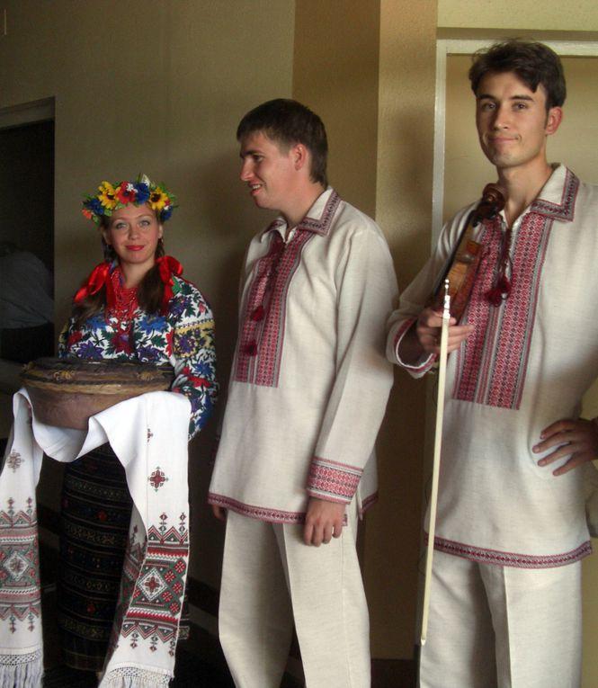 Jeune formation ukrainienne à voir et à revoir :http://www.dailymotion.com/video/subtitle/create/xesu6q_chant-orthodoxe-en-hommage-des-vict_news