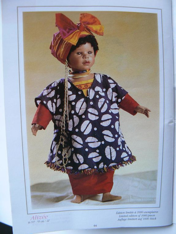 Plus complet que le grand format, avec les poupées de collection.Le babi corolle est inclus.Imprimé en mars 1998.