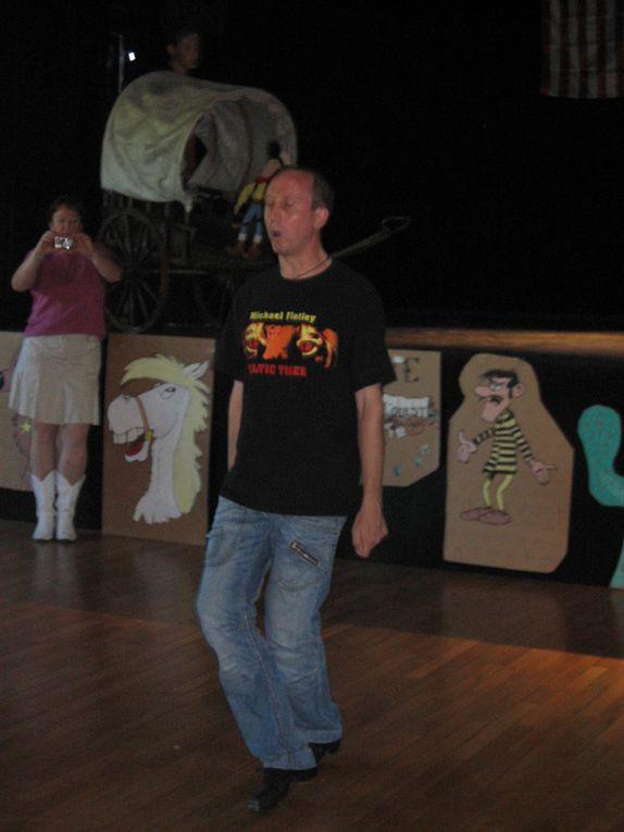 Salle des fêtes de Nuits-Saint-Georges le 13 juin 2009.Avec la participation de :- ALERTE GRAYLOISE,- ASPTT DOLE,- CAP COUNTRY,- CHAUFAILLES,- COSMOS 39,- COUNTRY DANCERS 21,- COUNTRY FEELING,- COUNTRY FOREVER,- COUNTRY FUN 71,