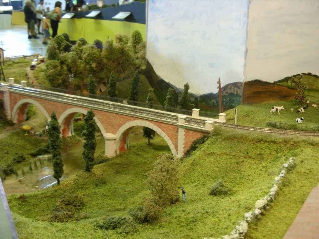 Le Train Briviste Corrézien organisé sa 2eme expo a BRIVE le 12/13 Septembre 2009.Très belle expo avec de superbe réseau.
