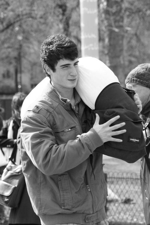 Album - Pillow Fight Day in Paris