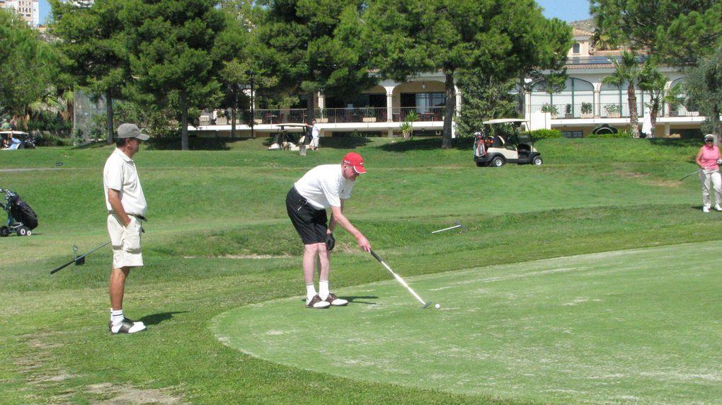 Il était une fois un golfeur à l'esprit plus vif que son swing.Il mit à profit ce don et nous le fit partager avec ce diaporama. Merci Robert pour savoir si bien lire en l'homme nu sur un fairway !