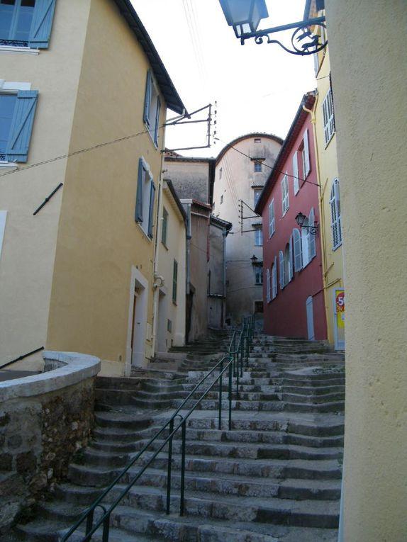 Découverte de la ville de Grasse à travers ses ruelles aux maisons qui s'élancent vers le ciel...histoire et naissance du parfum......