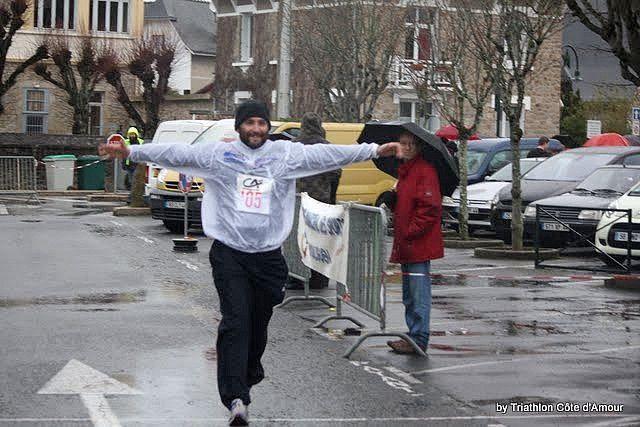 La traditionnelle Corrida du Pouliguen le 18 décenbre. Plus de 500 participants dont une quinzaine de R2C.Temps froid, pluvieux et venteux !