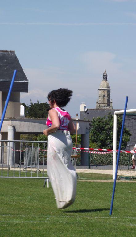 Stade en fête au Croisic le 21 mai 2011.La valeureuse équipe du R2C prend la 7ème place ! Bravo à toutes et à tous ! Photos Thierry et Stéphane L.