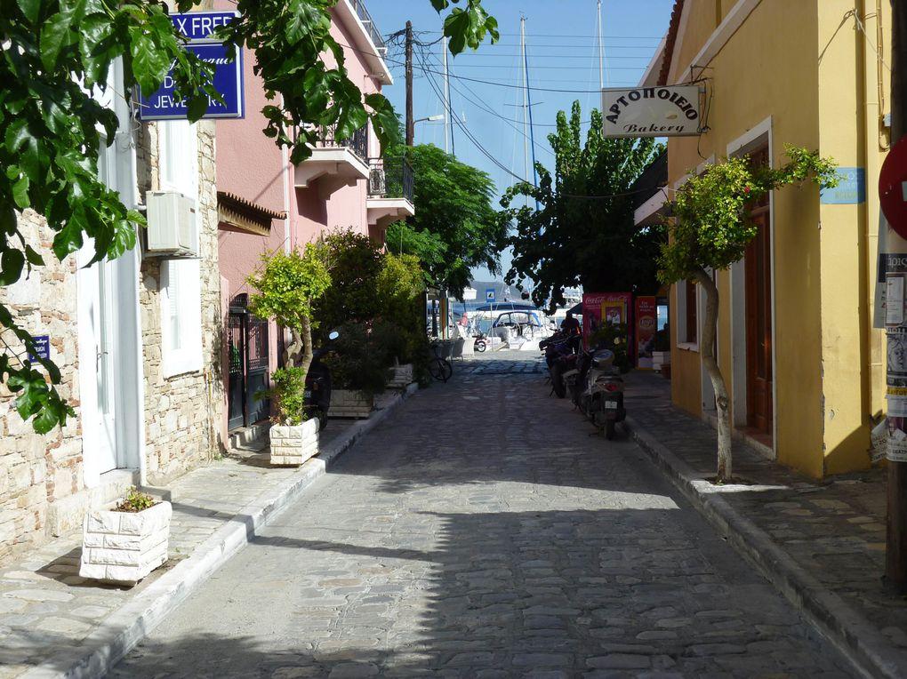 Pythagorio, un port au Sud de Samos. Venant du nord de la Grèce, on retrouve le tourisme intensif, voiliers de location, etc.