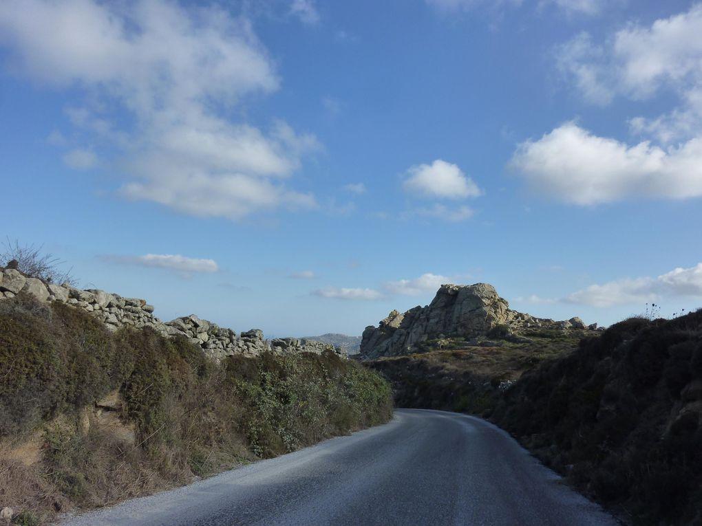 Découverte de Tinos en voiture. Le récit de cette journée dans l'article : Tinos par la route.