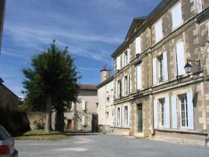 Quelques images des bibliothèques de La Crèche et St-Maixent-lÉcole.