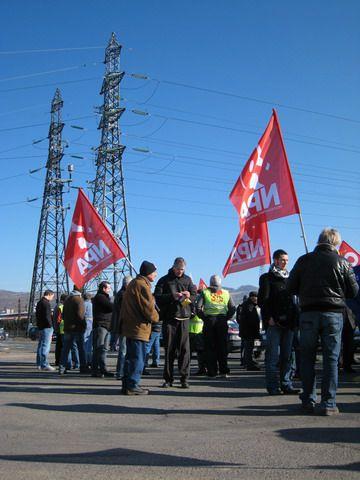 Manifestation pour la défense de l'emploi à Issoire le 6 mars 2010. Cortèges Alcan (79 salariés menacés de licenciement), Bourbié, Valeo ... Soutien des candidat-es et militant-es de la liste La Gauche 100% sociale et écologique
