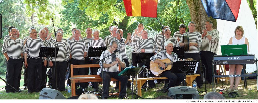 """24 mai 2010-A l'occasion du pardon de la chapelle du Trémor à Riec-Sur-Bélon, l'association """"Aux Marins"""" et les """"Marins du bout du monde"""" ont animé les parties culturelle et festives."""