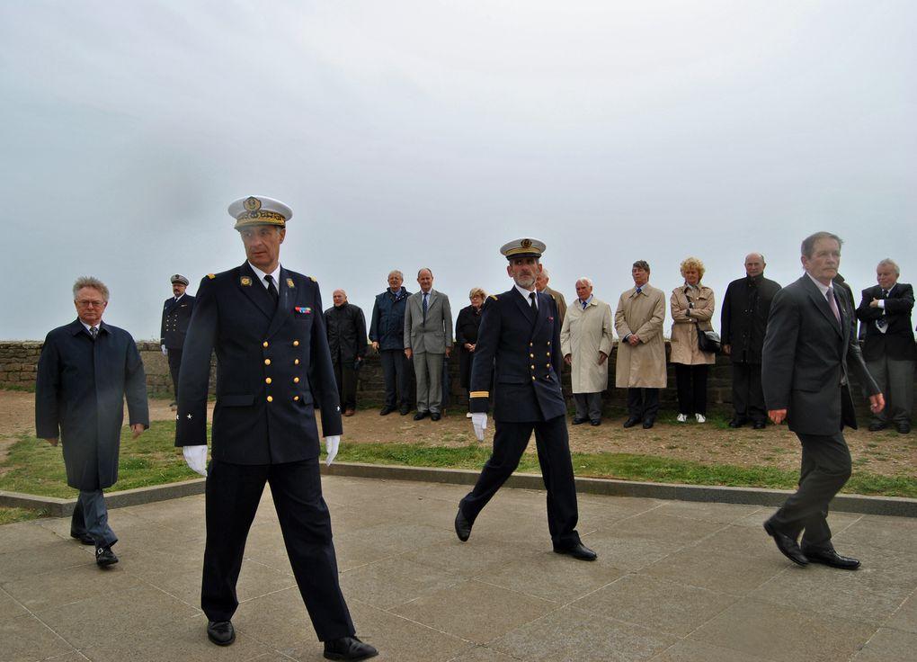Mercredi 6 juin 2012 - visite des membres de l'Académie de Marine au Mémorial National des marins morts pour la France de la Pointe Saint Mathieu en Plougonvelin (Pays d'Iroise)Photographies : Gilbert Kervran (association Aux Marins)