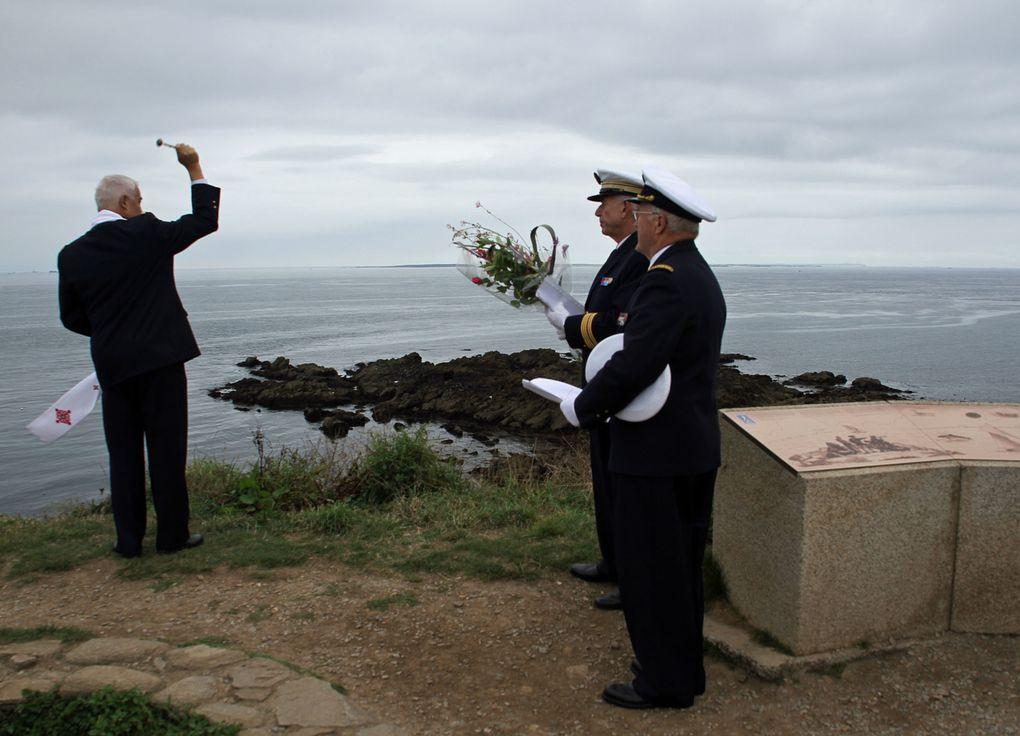 Cérémonie au Mémorial national des marins morts pour la France à l'occasion du congrès de l'Amicale des officiers de la marine.photographies : Thadée Basiorek et Jean-Jacques Tréguer (Association Aux Marins) - Gérard Bosch(Gé).