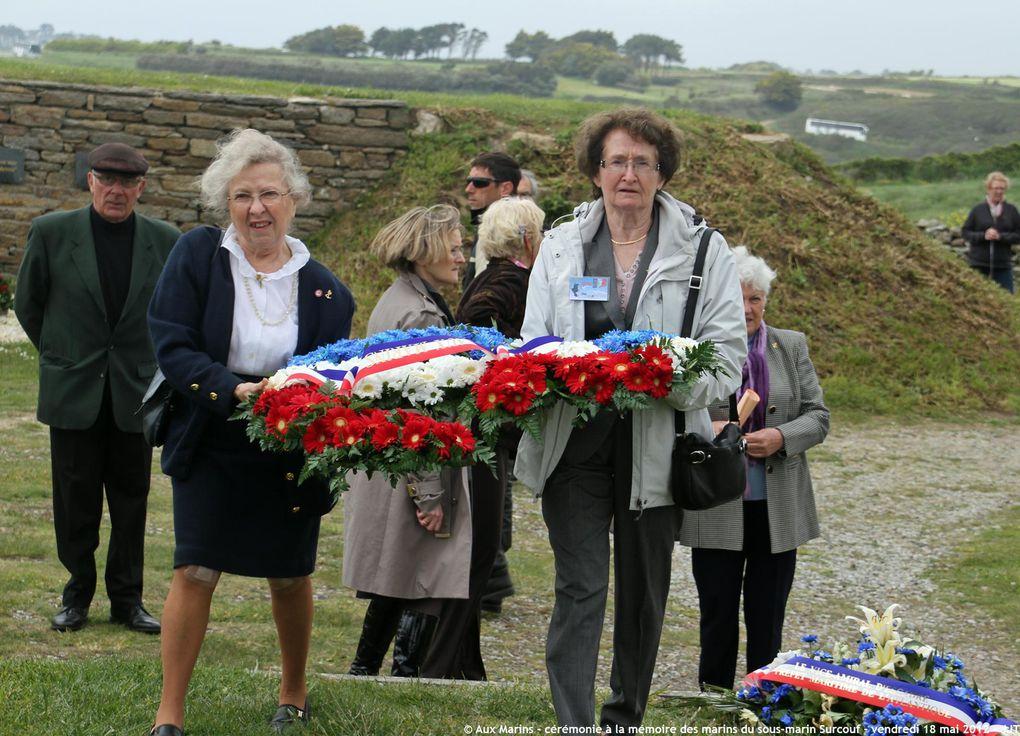 18 Mai 2012 - Dépôt de gerbes à la mémoire des marins du sous-marin Surcouf à la stèle du Mémorial national des marins morts pour la France de la Pointe Saint Mathieu