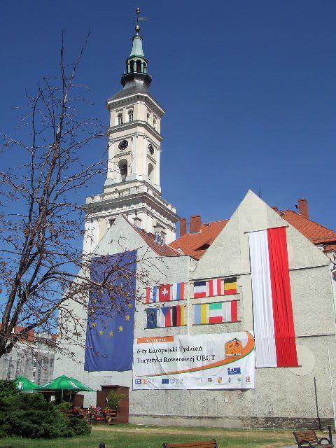 Cinq beaux circuits organisés par l'Union Européenne CycloTouriste UECT à Prudnik (Neustadt) en Silésie. Un crochet en République Tchèque.Plus aller-retour de Cracovie, splendide métropole de la Galicie occidentale.1229 km.
