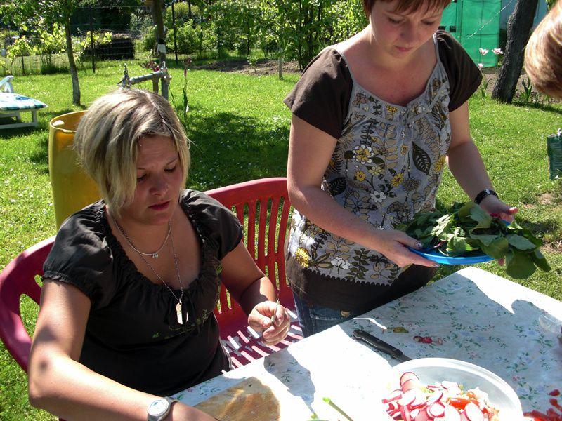 Ich, Brauni, Sonja und Madeleine bei grillen in Brauni´s Garten