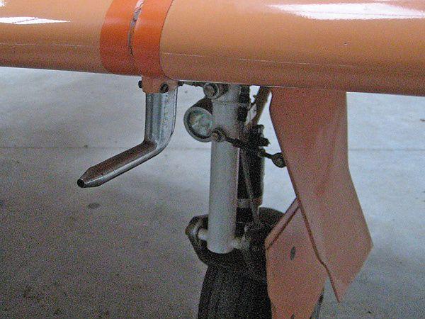 Vues d'ensemble et de détail d'un Lancair 320