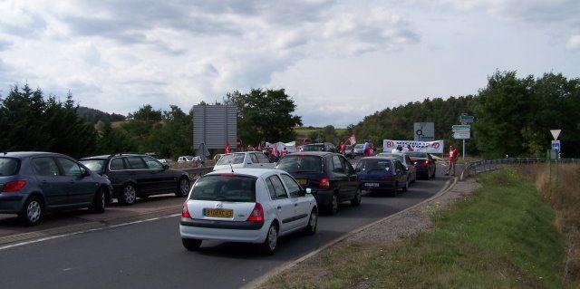 Rond point de Blavozy Barrage filtrant mis en place par les Michelin (CGT)dans le cadre de la journée de mobilisation pour les retraites 230910