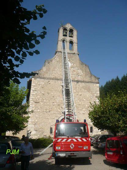photo des pompiers à l'ntrainement sur le clocherde Vèbre