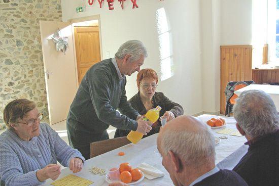 Organisé par la municipalité, le gouter des Aînés est devenu une institution à Vèbre&#x3B; il permet aux plus anciens de passer un agréable après midi de boire et manger quelque peu et de passer un agréable monentUn merveillux instant de bonheu