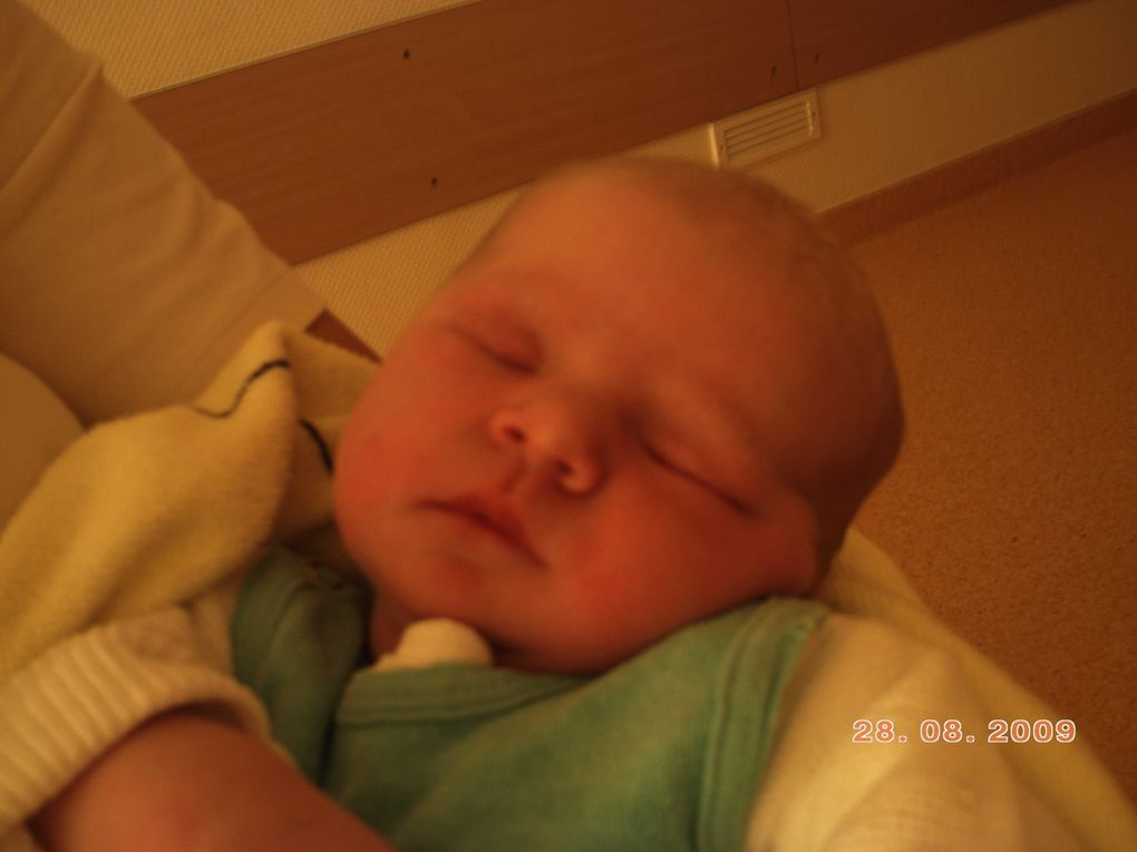 Album - Julias-erste-Tage-im-Krankenhaus