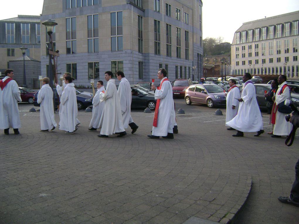 Vous étiez un millier à participer au chemin de croix à travers les rues de Liège ce vendredi saint. Un beau moment de vie chrétienne au coeur du monde.