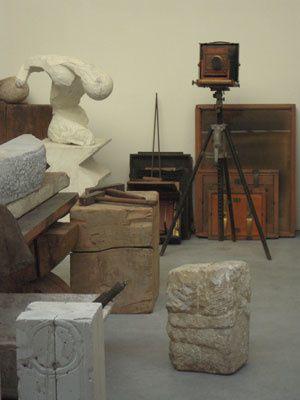 Renzo Piano a construit un édifice accueillant la reconstitution de l'atelier de Brancusi. Oeuvre d'art globale au service d'une autre œuvre d'art globale - toutes deux unies en une telle symbiose que l'une sans l'autre perdrait sens.