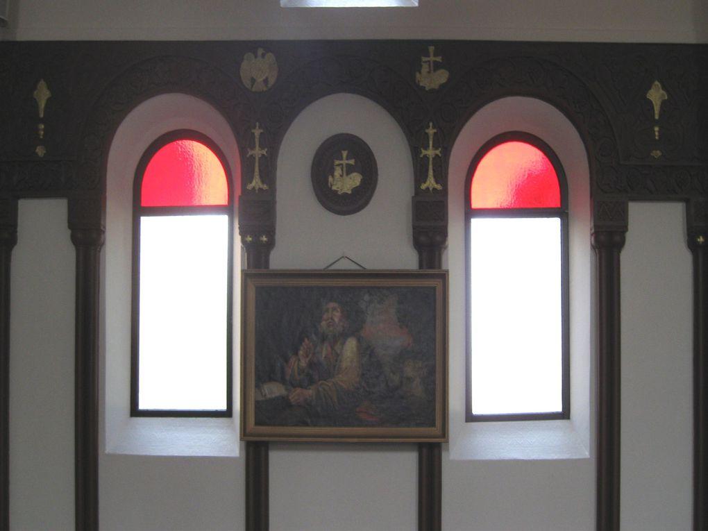 La première pierre a été posée le 2 août 1931 par Monseigneur Vramchabouh Kibarian, archevêque de Paris de l'Eglise apostolique arménienne qui l'a consacrée le 13 novembre 1932.