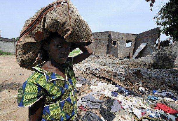 """duekoue 29 mars 2011 www.legrigriinternational.comville martyre, près de 900 personnes massacrées en raison de leur appartenance ethnique par les """"Forces républicaines de Côte d'Ivoire"""" crées par Ouattara le 17 mars 2011... dénoncé par amnest"""