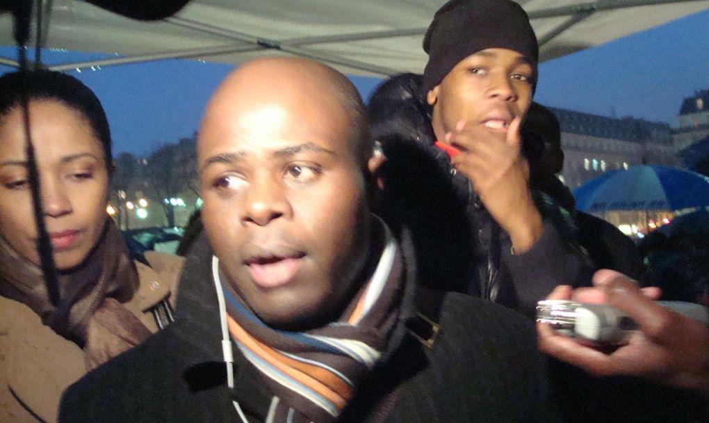 Manifestation de soutien et de solidarité avec Haïti, quelques jours après le séisme qui a coûté la vie à plusieurs dizaines de milliers de morts... Trocadéro. Paris. 16 janvier 2010. Reportage photo : Ma Solange Oussou, pour le Gri-Gri Inter