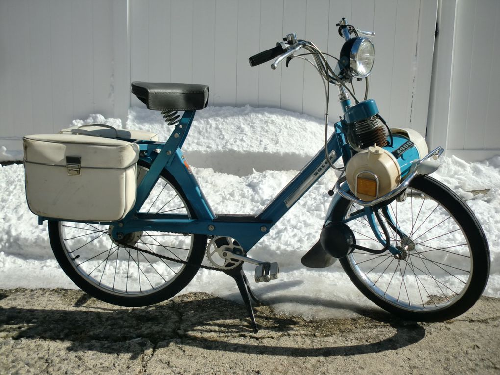 Brian's blue 1975 Solex 4600 V2, New York, USA.