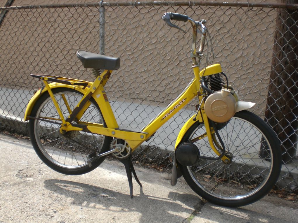 Leo's yellow 1974 Velosolex 4600 Orange County, NY, USA