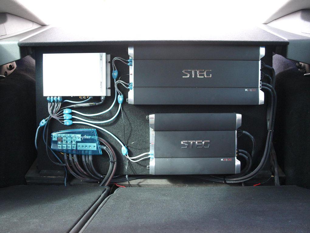 HU: Alpine IVA-505Endstufe FS+HS: Steg 4.02Endstufe Sub: Steg 2.02FS: Audio System DUSTHS: Audio System DUSTSub 2x: Audio System HX12 in der RadmuldeVerkabelung: Audison