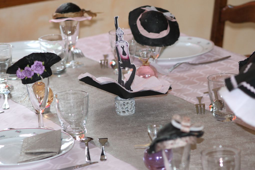 Album - table-Quand-la-petite-robe-noire-rosit