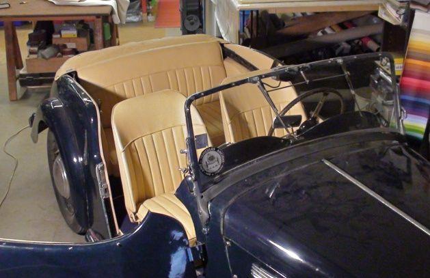 Réfection totale de la capote en alpaga de cette MG TF 1954 visible en Charente maritime à La Tremblade.