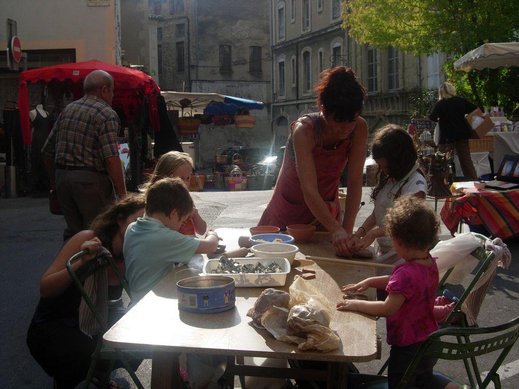 """Les enfants,la rue...!!!Quelques instants de bonheurs...Et un grand Merçi à """"CriCri"""" , le photographe et animateur ponctuel,pour sa précieuse aide et participation active auprés des enfants...Qui l'ont réclamer tout l'été...!!"""