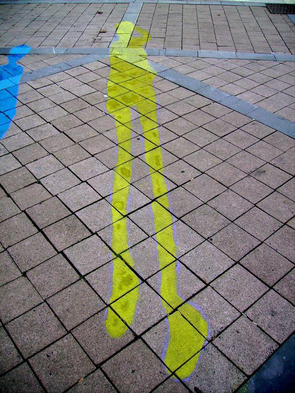 Ce projet Land Art, pouvant s'inscrire egalement dans le street art, realisé place de la mairie à Bayonne. Une performance de 7h et 14 litres de peintures biodegradables SUDLAC ont permis de realiser une 40ene d'ombres.