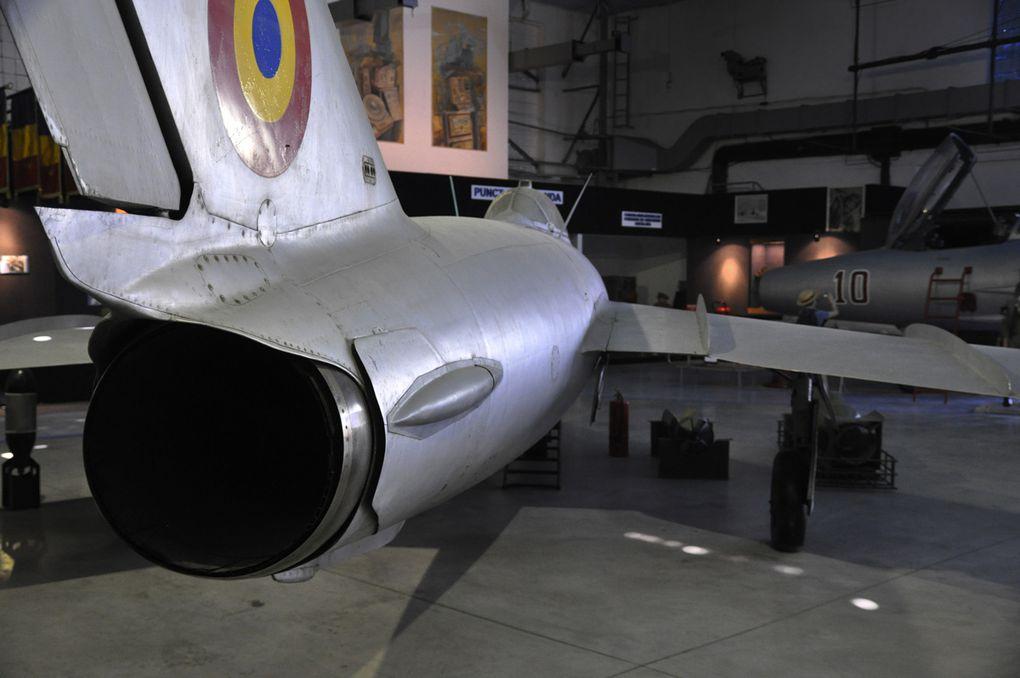 Photos de sujets diveres (avions, bateaux, sculpture ...)