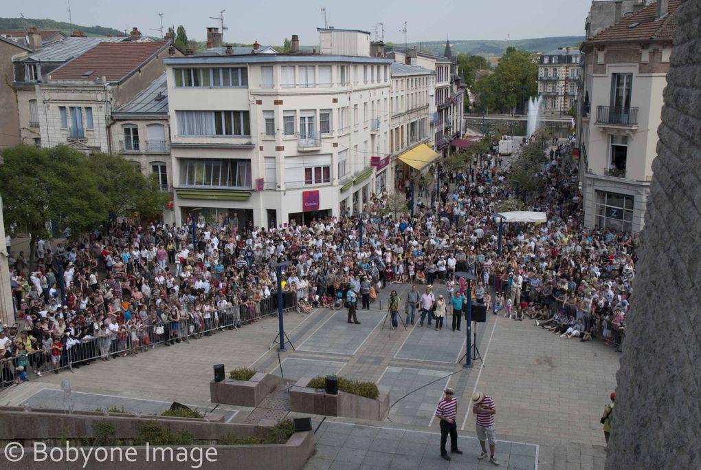 Prestation d'escrime artistique en animation de rues durant le 6ième carnaval vénitien de Verdun