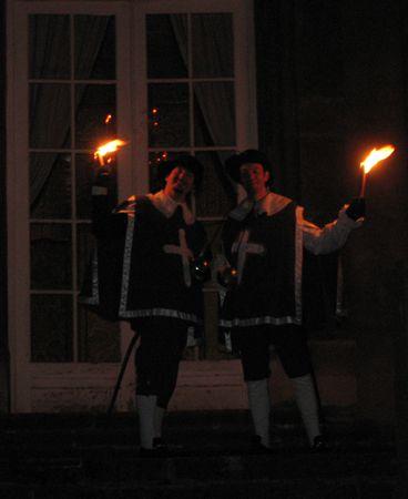 Le Vendredi 27 mars 2009 de 20h à 22h, nous escortions les visiteurs flambeaux à la main de l'entrée du château de la Grange jusqu'au grand escalier. Ensuite les visiteurs pouvaient visiter le rez-de-chaussé éclairé par les chandeliers, les lu