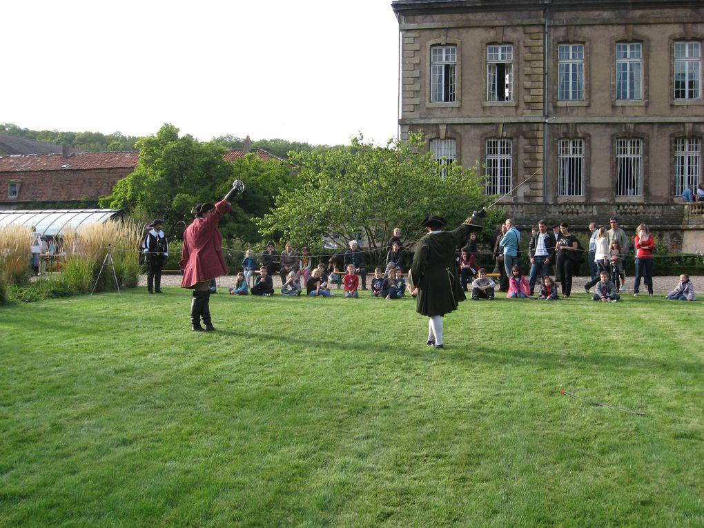 Animation d'escrime artistiques durant les journées du patrimoine 2010, au château de La Grange à Manom (Moselle 57).