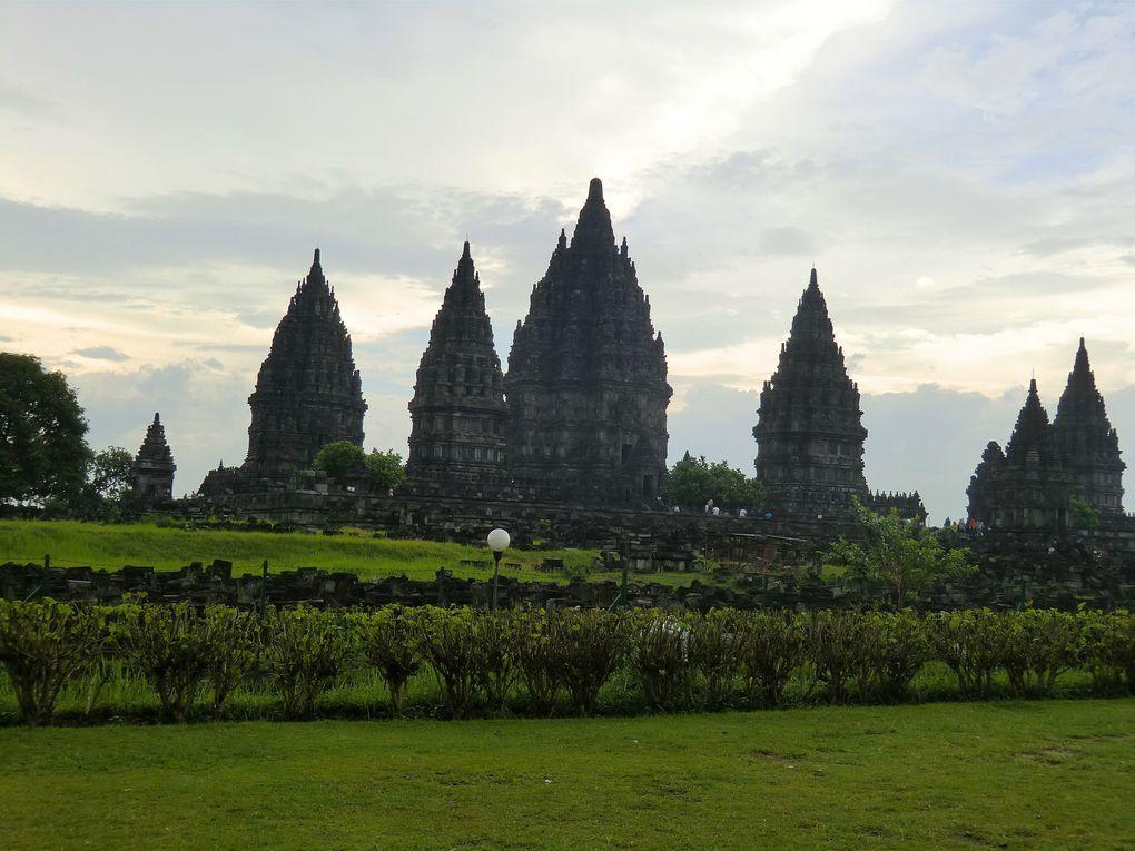 Les sites bouddhistes de Prambanan et Borobudur, le palais des sultans