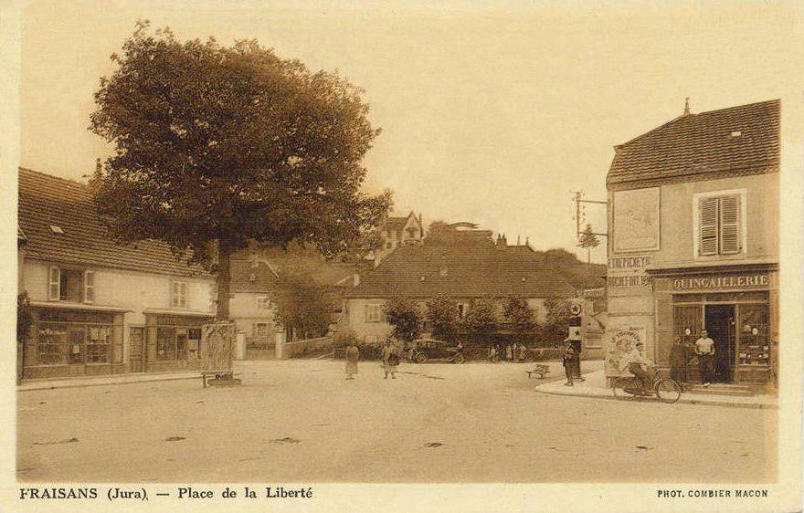 quelques cartes postales ou photos de 1880/1910 ouvriers leurs familles dans le village de Fraisans