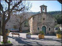 Je suis née à Solliès-Toucas dans le var en 1952 et fière d'être Toucassine un si beau petit village tout est une histoire depuis temps d'année. Maintenant j'habite dans la capitale de la figue.