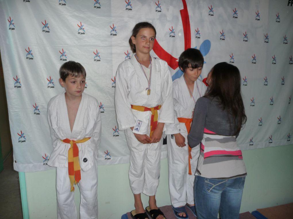 Compétition du club du 14.05.2011merci aux judokas et aux nombreux parents !!