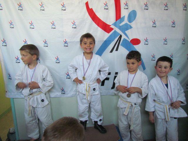 à lagardelle/lèze 17.03.2012bravo à nos judokas !merci aux parents :)