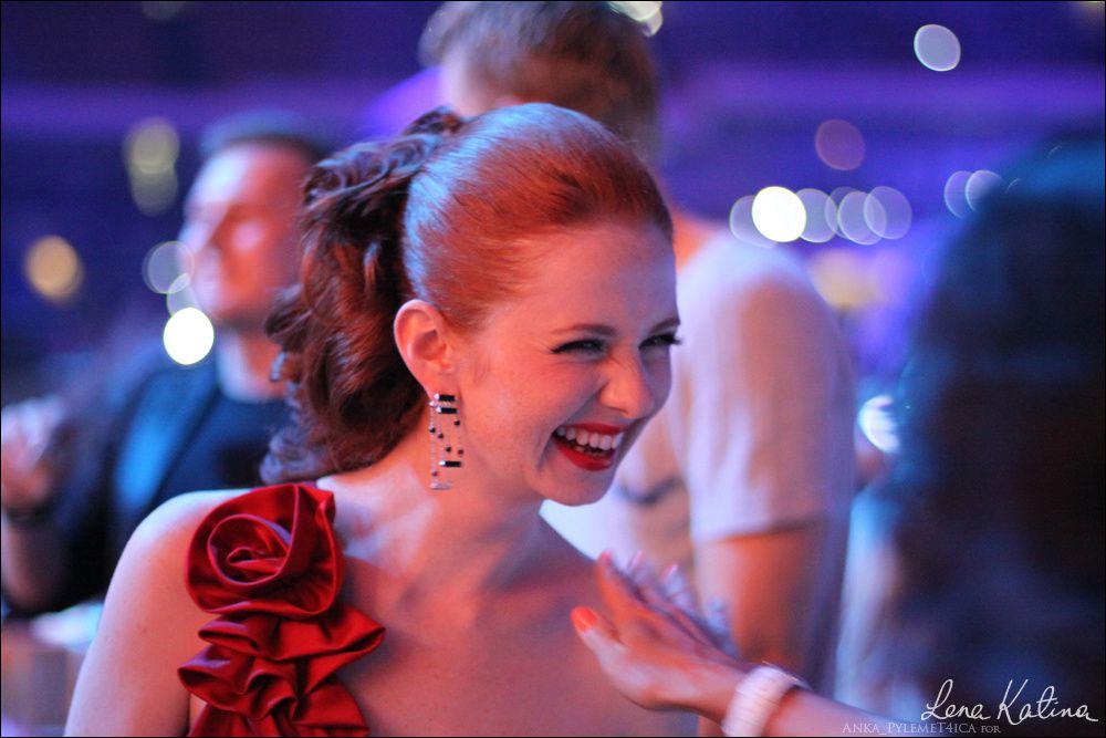 Une des chanteuses de TATU, La pétillante Rousse...