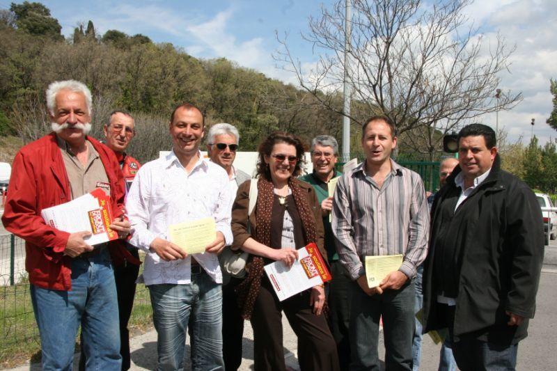 Meeting du Front de Gauche à Digne [Mardi 14 avril].Avec les candidats Karim GHENDOUF (PCF) et Claude Debons (PG).Visite au site de l'usine Arkéma à St Auban (04).