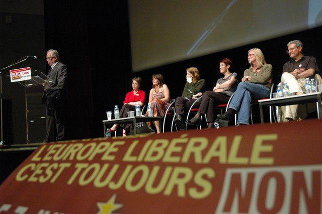 Grand Meeting à Lyon, avec la présence de Marie-George Buffet, Christian Picquet et l'irlandaise Ailbhe Smith. Plus de 800 personnes, sympathisants du FDG.